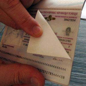 Первая страница чешского паспорта меняется легко